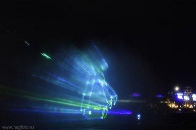 Красивый фонтан в Питере со спецэффектами (27 фото)
