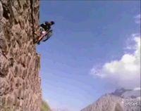 Экстремальный велосипедист (видео)