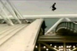 Невероятный прыжок - экстремальный паркур. Видео.