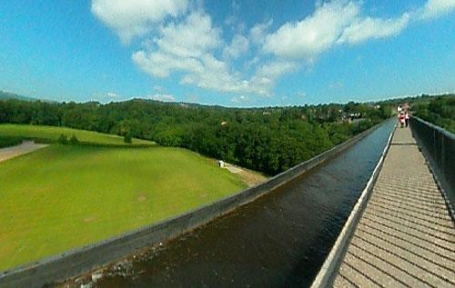 Река на высоте 40 метров от земли