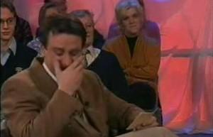 Ведущий усыхает на шоу!