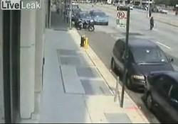 Видиш вон тот зелёный фургон?