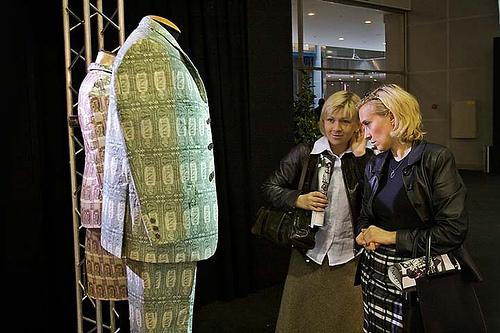 Модная одежда из денег