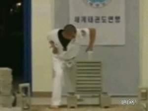 Каратист шёл к рекорду, видео :)))