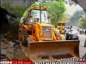 Индиец протестует против прокладки шоссе
