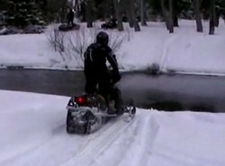 На снегоходе через ручей