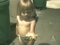 Девочка очень любит жабок ^_^